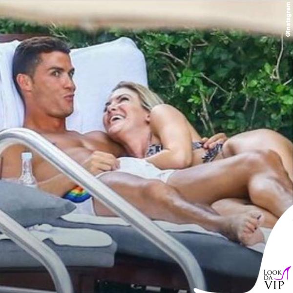 Cristiano Ronaldo smalto unghie nere costume Dsquared2
