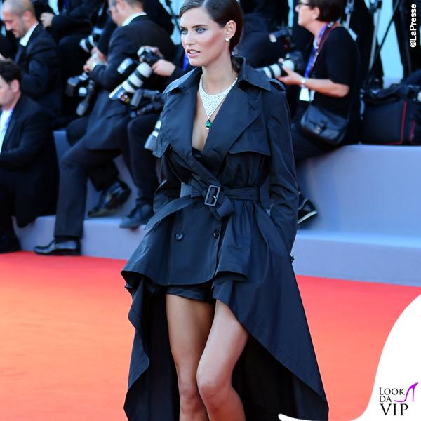 99a537200249 < > · Bianca Balti Venezia trench Jean-Paul Gaultier per OVS gioielli  Chopard 2