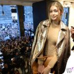 Gigi Hadid MFW presentazione BoBag cappotto body sandali borsa Max Mara 2