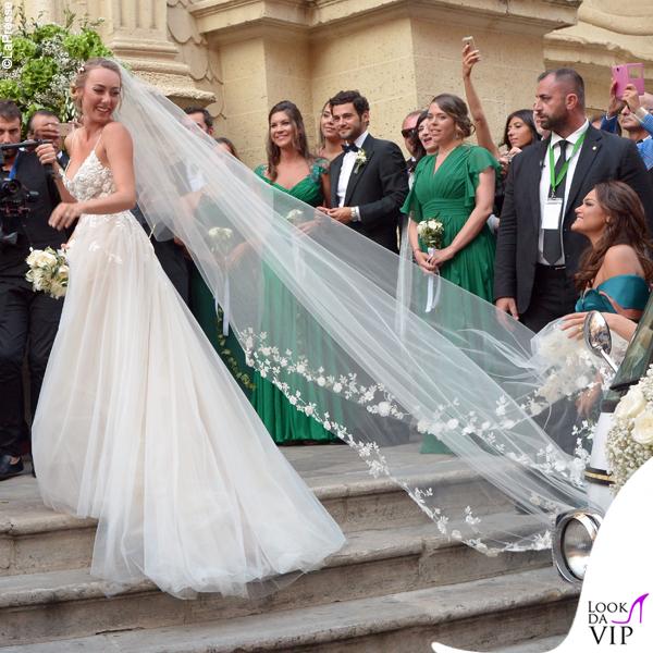 matrimonio Cristel Carrisi abito Monique Lhuillier