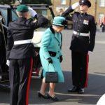 Regina Elisabetta visita il Corps of Royal Engineers di Brompton Barracks