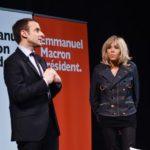 Emmanuel Macron con la moglie Brigitte in campagna elettorale