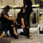 Milano, Cristina Buccino e le sorelle fanno shopping in centro