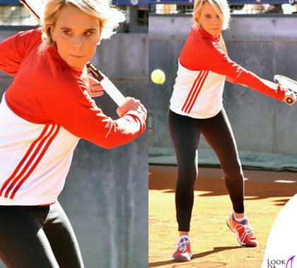 maria-de-filippi-tennis-friends-felpa-scarpe-adidas