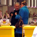 Shopping di lusso: Simona Ventura da Gucci