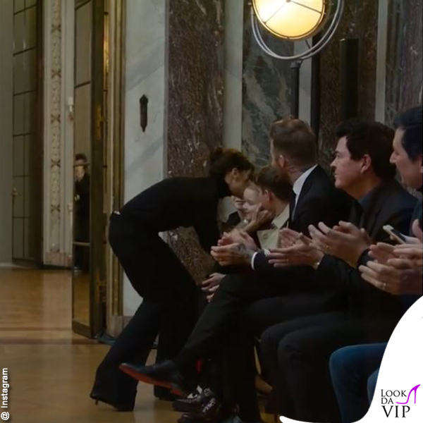 Vicktoria Beckham bacia la faiglia