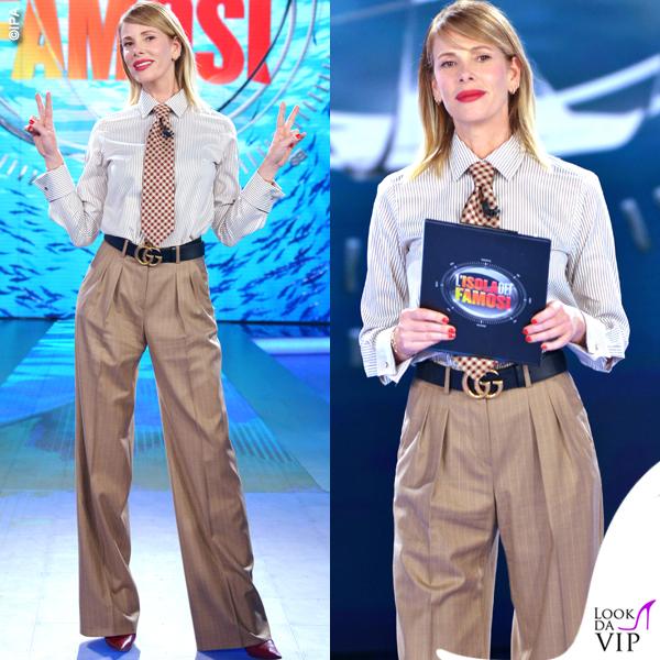 Alessia Marcuzzi Isola decima puntata camicia e pantaloni Max Mara cintura Gucci scarpe Casadei 4