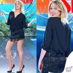 Alessia Marcuzzi Isola settima puntata gonna alberta ferretti camicia Stella McCartney scarpe Casadei