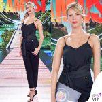 Alessia Marcuzzi Isola terza puntata canotta Topshop pantaloni Versus Versace scarpe Stuartweitzman fascia Zara