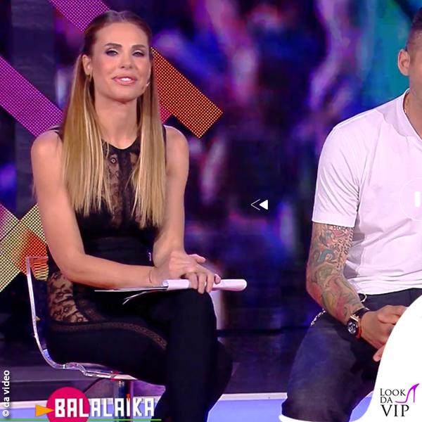Balalaika Ilary Blasi tuta La Perla scarpe Le Silla