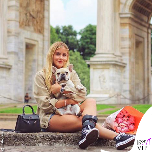 Valentina Ferragni borsa Hermes mini Kelly fake scarpe Converse All Star