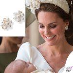 Kate Middleton abito Alexander McQueen cappello Jane Taylor orecchini Cassandra Goad Cavolfiore Pearl Studs battesimo Louis