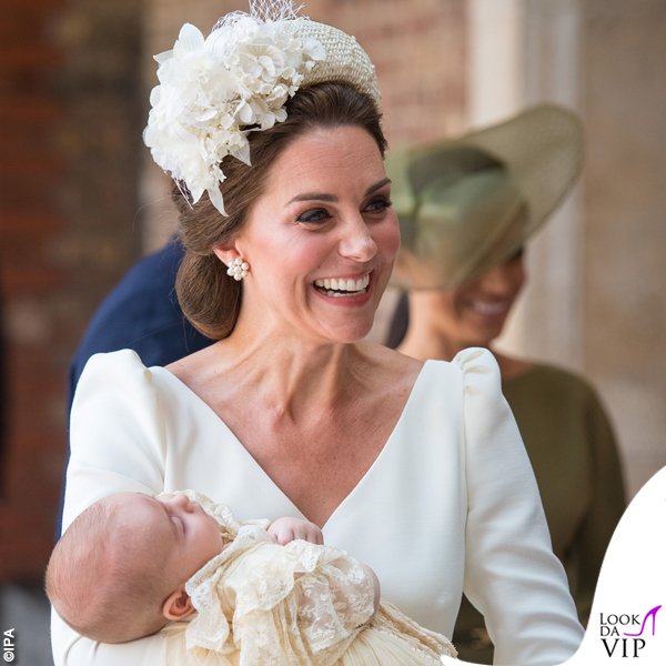 Kate Middleton abito Alexander McQueen cappello Jane Taylor scarpe Jimmy Choo battesimo Louis