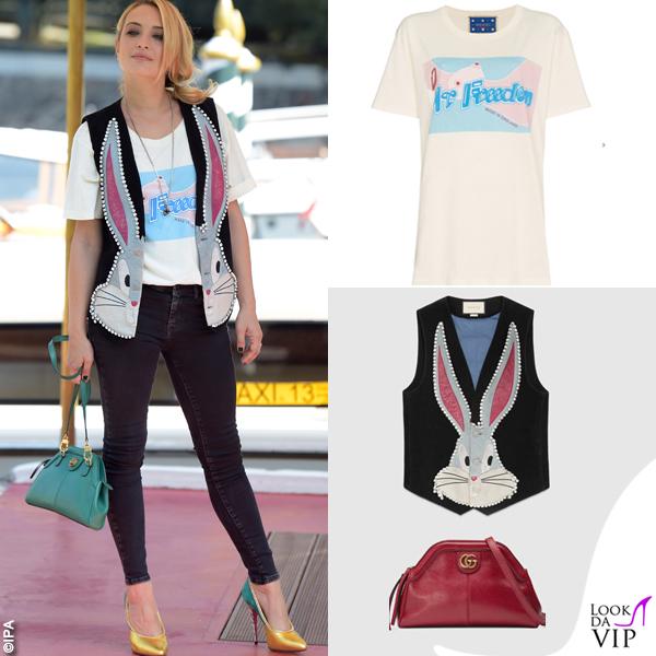 Carolina Crescentini tshirt gilet borsa Gucci