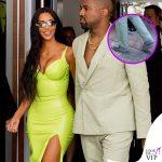 Kim e Kanye, in latex e ciabatte alle nozze