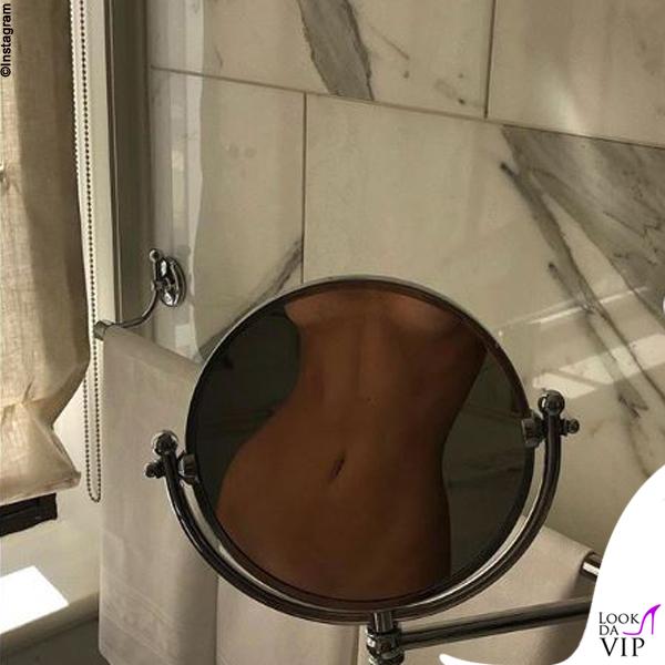 Kendall Jenner nuda specchio 2