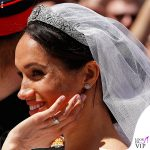 Meghan-Markle-Givenchy-wedding-dress-tiara-orecchini-Cartier-Royal-Wedding
