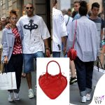 Nina Zilli total look Vivienne Westwood scarpe Nike Omar Hassan shopping Casadei borsa Westwood
