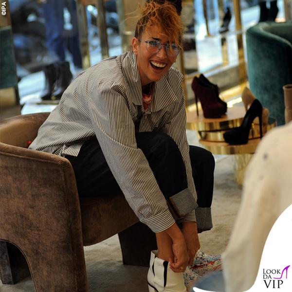 Nina Zilli total look Vivienne Westwood stivaletti bianchi Casadei 1