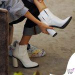 Nina Zilli total look Vivienne Westwood stivaletti bianchi Casadei 4
