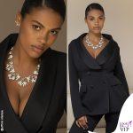 Tina Kunakey tailleur Ermanno Scervino collier Tiffany Trellis