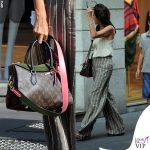 Emanuela Folliero pantaloni righe borsa LV 10