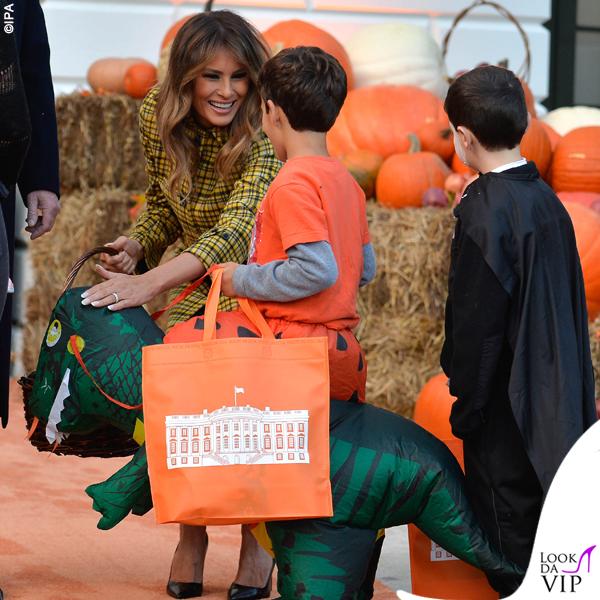 Melania Trump Halloween cappotto Bottega Veneta 3