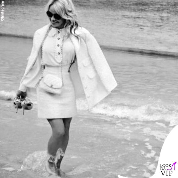 Pamela Anderson total look Chanel 7
