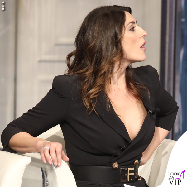 Elisa Isoardi Porta a Porta abito stivali Elisabetta Franchi