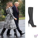 Melania Trump cappotto Burberry stivali Christian Louboutin