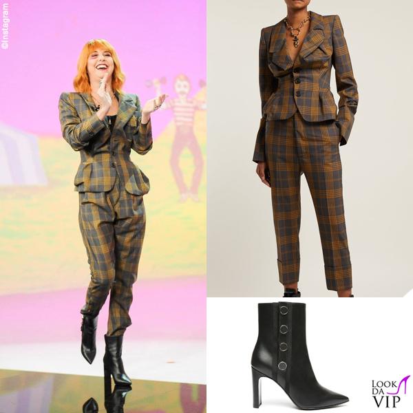 Nadia Toffa completo Vivienne Westwood stivali Greymer 2