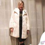 Simona Ventura cappotto Invicta stivali Gucci