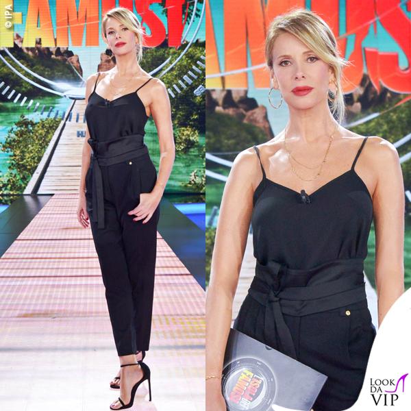 Alessia Marcuzzi canotta Topshop pantaloni Versus Versace scarpe Stuartweitzman fascia Zara