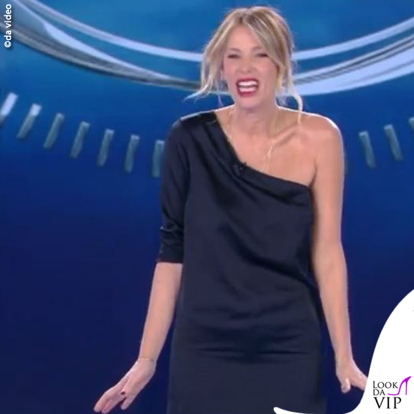 Alessia Marcuzzi sesta puntata Isola dei Famosi minidress Stella McCartney pantaloni J Brand scarpe Casadei 7