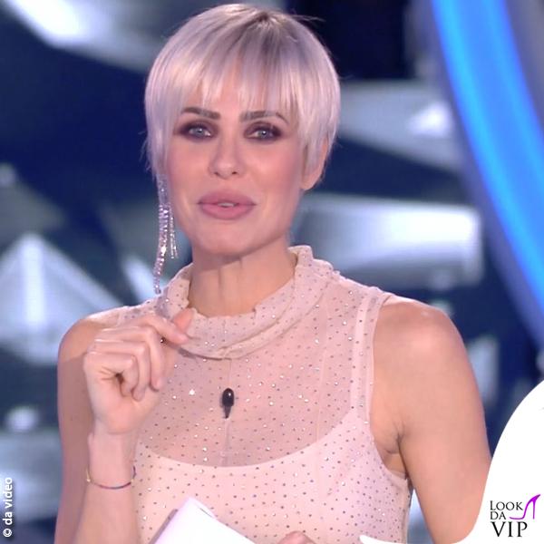Ilary Blasi 13 puntata GF Vip abito Cividini scarpe Casadei 4