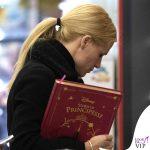 Michelle Hunziker borsa Trussardi libro Storie di Principesse Disney Giunti