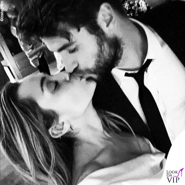 Miley Cyrus Liam Hemsworth matrmonio abito Vivienne Westwood sneakers Vans 2