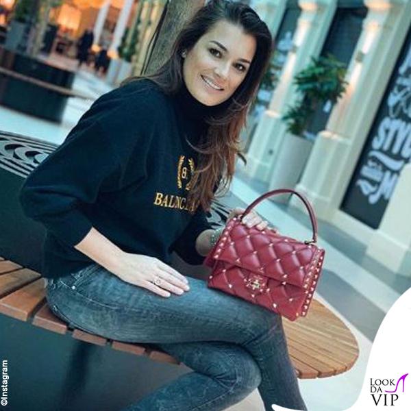 Alena Seredova maglione Balenciaga borsa Valentino stivali Gianvito Rossi