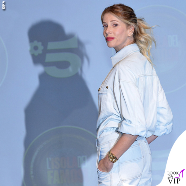 Alessia Marcuzzi presentazione Isola total look Versace 1