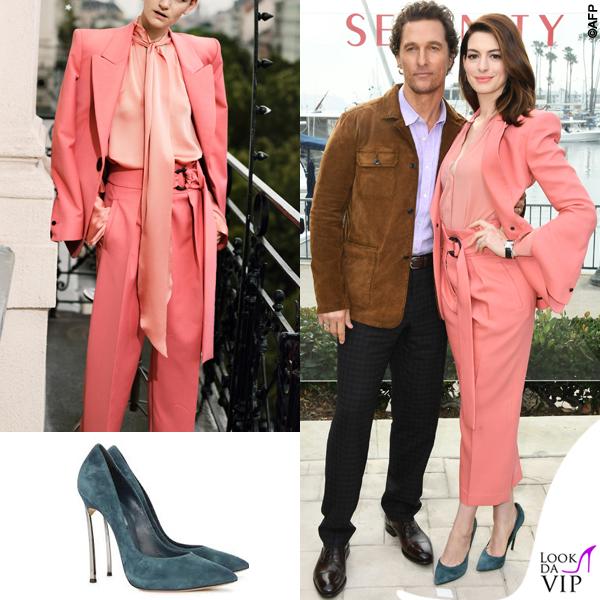 Anne Hathaway completo Petar Petrov pump Casadei 2