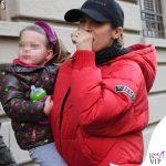Elisabetta-Canalis-piumino-Iceberg-mutande-Calvin-Klein-scarpe-Nike-4