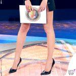 Isola prima puntata Alessia Marcuzzi total look Versace 6