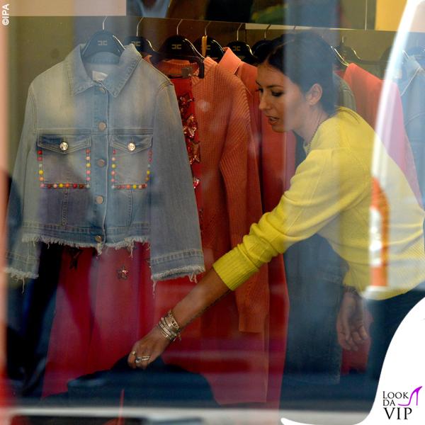 Elisabetta Gregoraci sneakers Balenciaga bracciali Cartier Anita Ko e Dior borsa Hermes 7