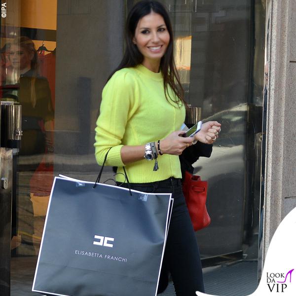 Elisabetta Gregoraci sneakers Balenciaga bracciali Cartier Anita Ko e Dior borsa Hermes