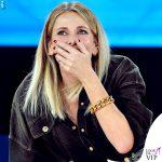 Isola seconda puntata Alessia Marcuzzi tuta stivali Versace