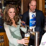 Kate Middleton abito Missoni, clutch Mulberry, pump Gianvito Rossi, gioielli Kiki McDonough