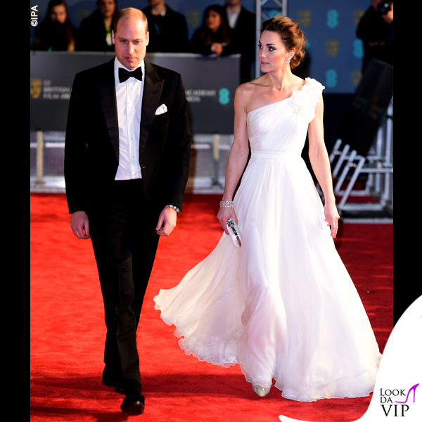 Kate Middleton abito e clutch Alexander McQueen pump Jimmy Choo 2