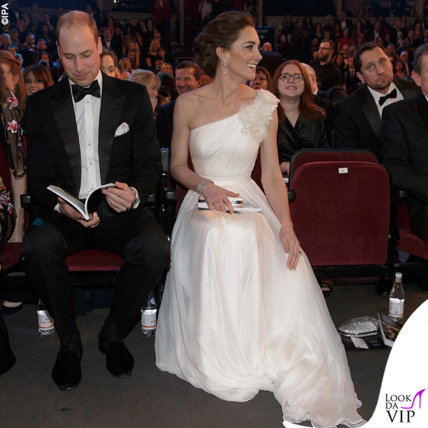 Kate Middleton abito e clutch Alexander McQueen pump Jimmy Choo