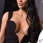 Kim Kardashian amFAR abito Versace