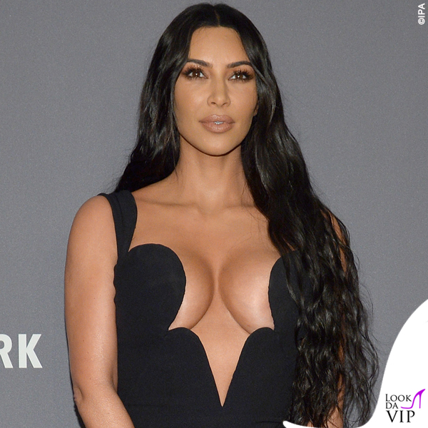 Kim Kardashian amFAR abito Versace 5